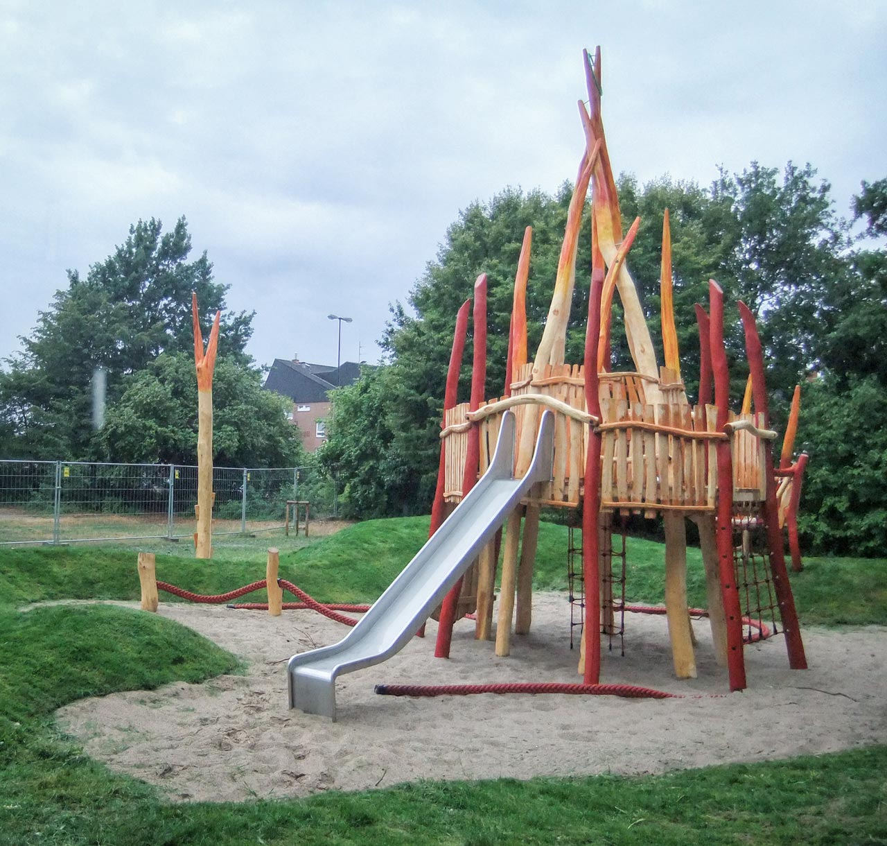 A 102 Themenspielplatz Klettervulkan
