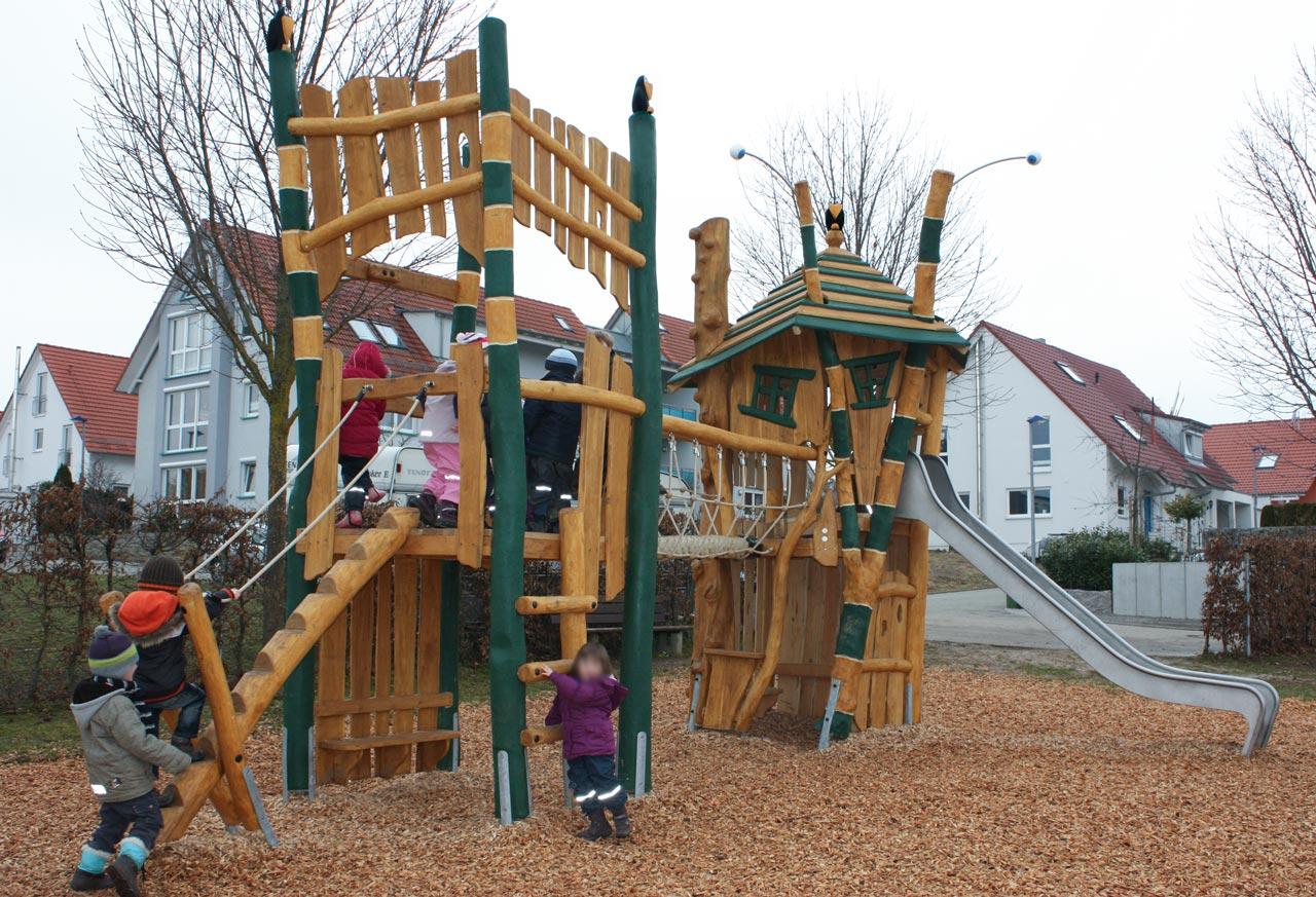 A 107 Spielanlage Spielplatz aus Robinie
