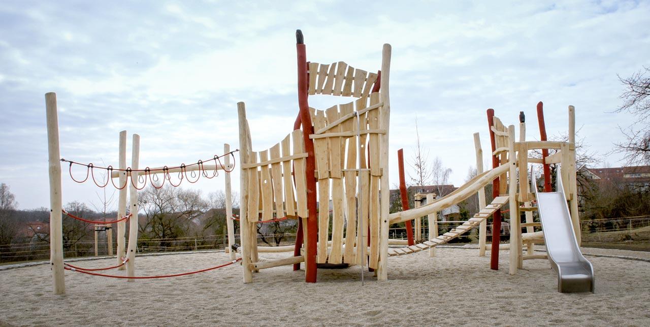 A 109 Spielanlage aus Holz