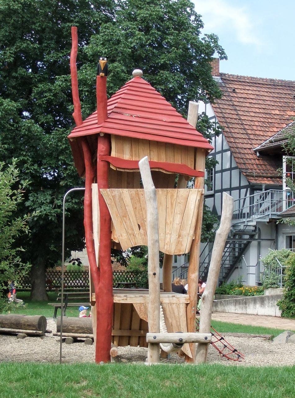 A 110 Spielturm aus Holz