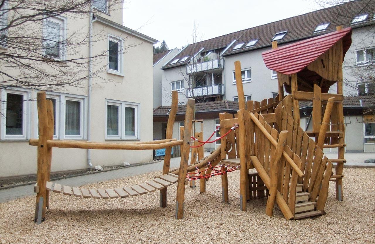 A 112 Spielanlage aus Holz