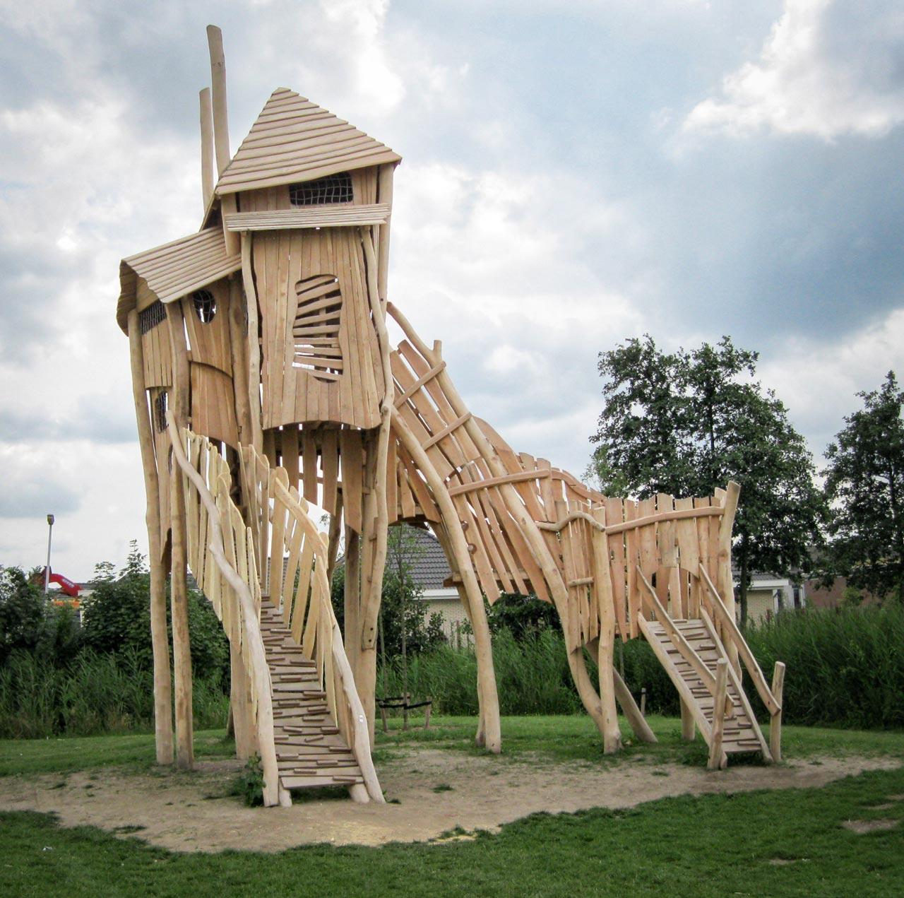 A 122 Aussichtsturm aus Holz