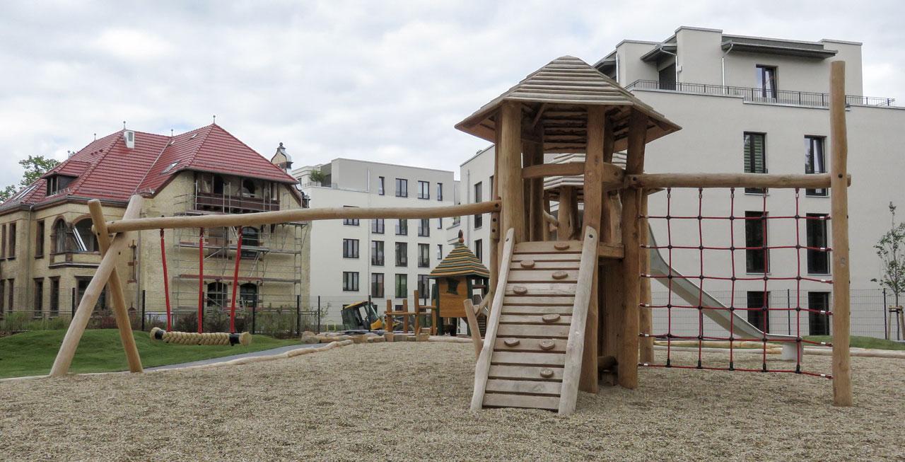 A 13 Spielanlage aus Holz