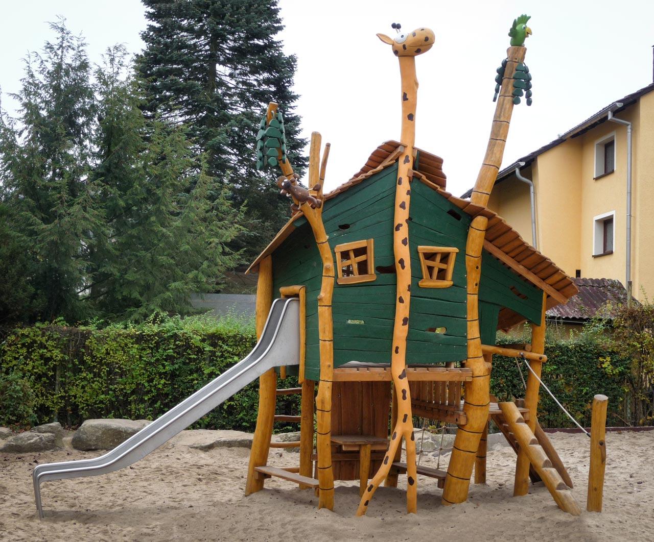 A 133 Spielstruktur Giraffenturm