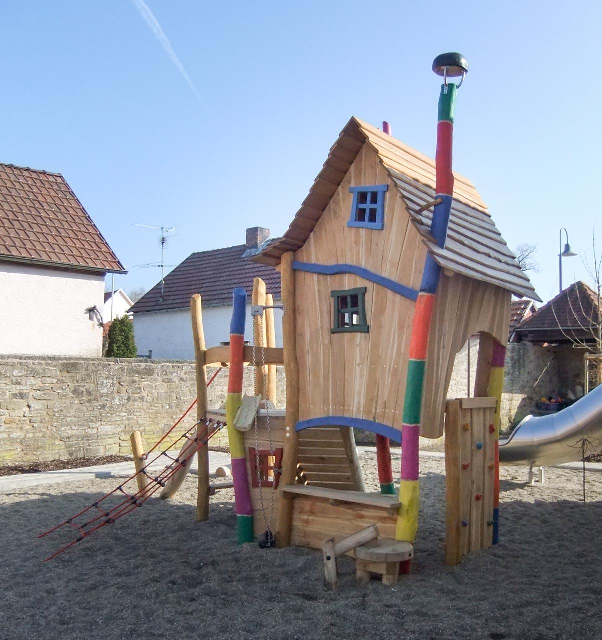 A 146 Spielturm Robinie