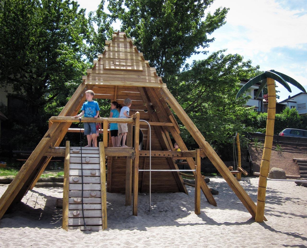 A 155 Spielanlage Pyramide Kletterpyramide