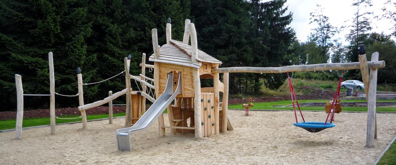 A 184 Spielanlage Spielplatz Robinie