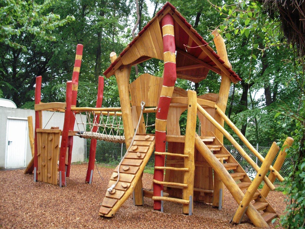 A 185 Spielanlage Spielplatz Robinie