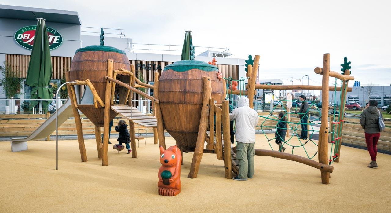A 207 Themenspielplatz Eichhörnchen im Wald
