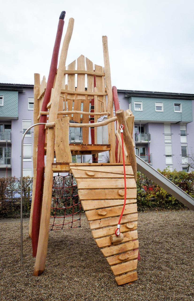 A 208 Spielplatz Kletterturm aus Robinie