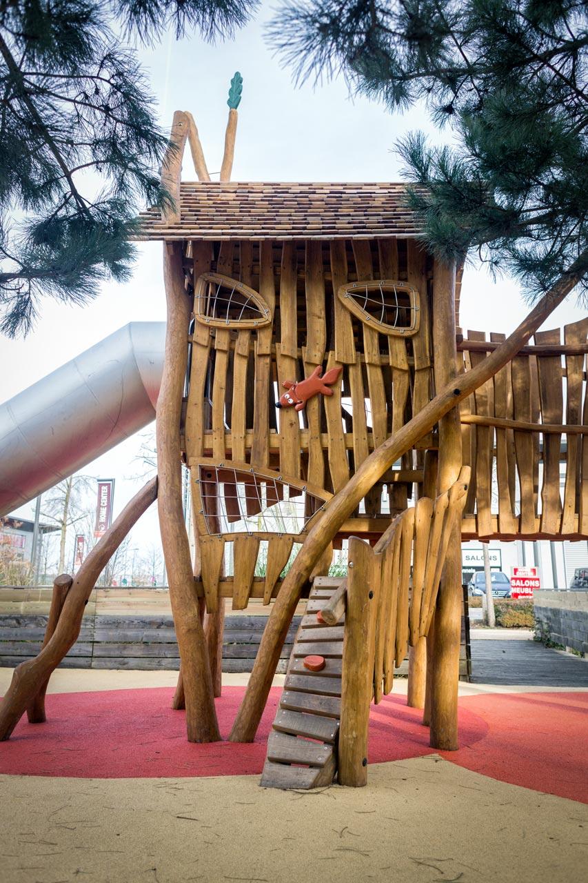 A 228 Themenspielplatz Eichhörnchen Burg