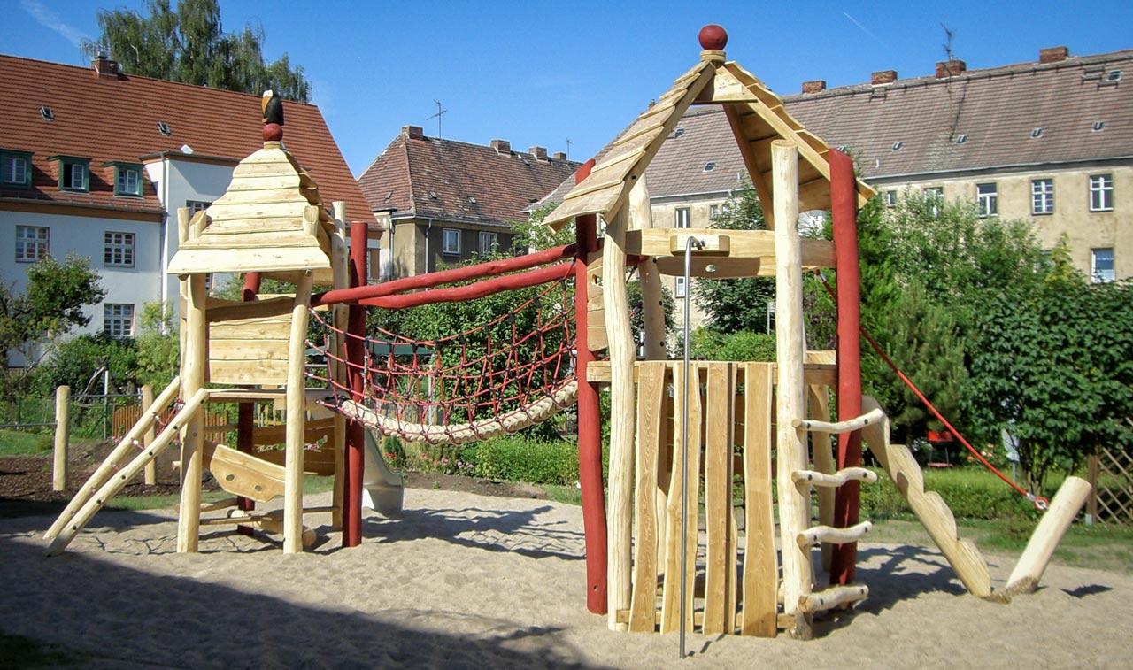 A 25 Spielanlage aus Holz