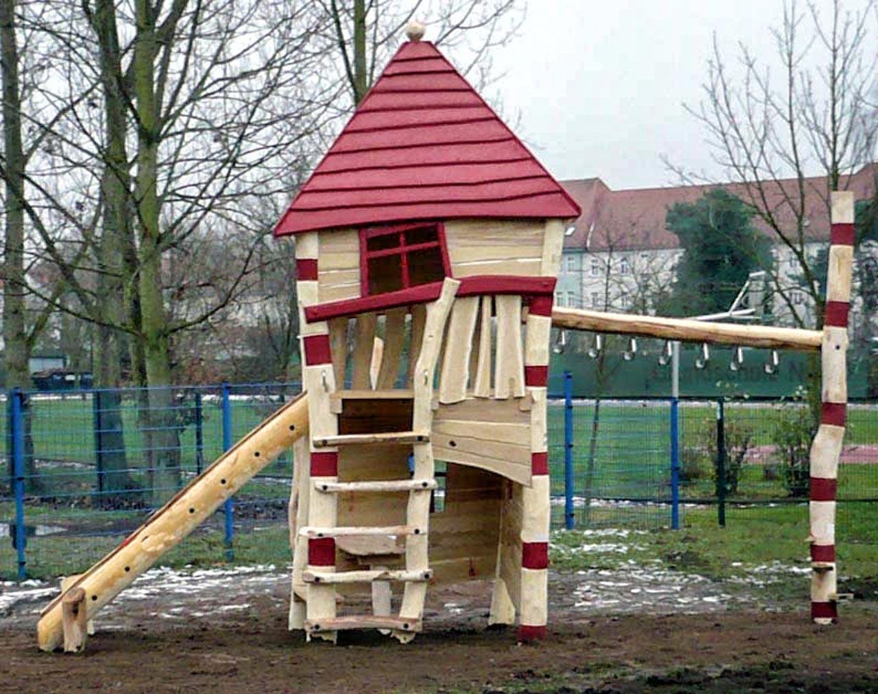 A 27 Spielturm aus Holz