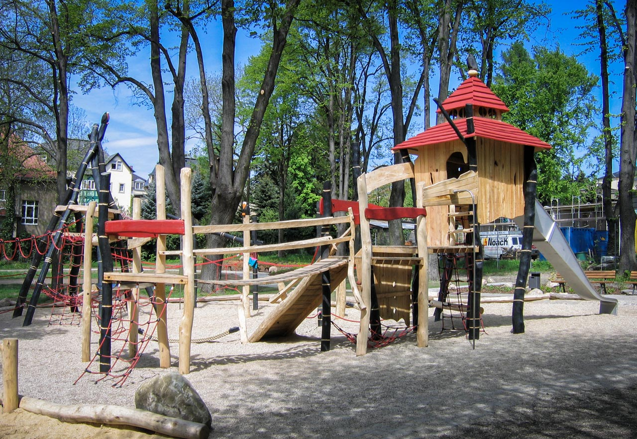A 28 Spielplatz aus Holz