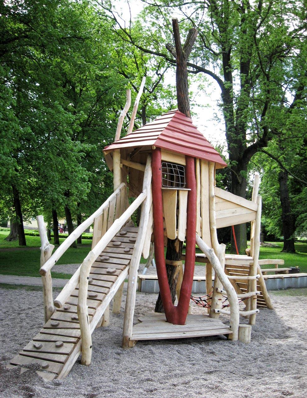 A 34 Baumhaus aus Robinie