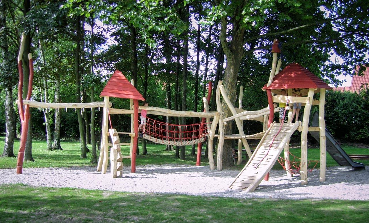 A 36 Spielplatz aus Robinie