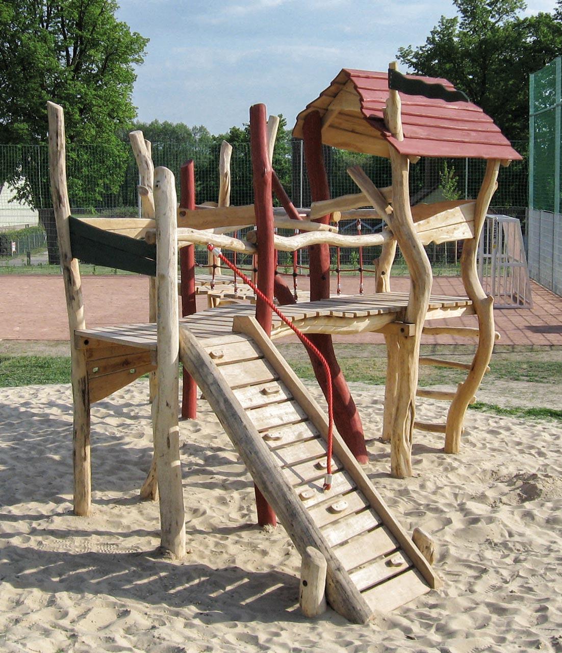 A 43 Spielanlage aus Holz