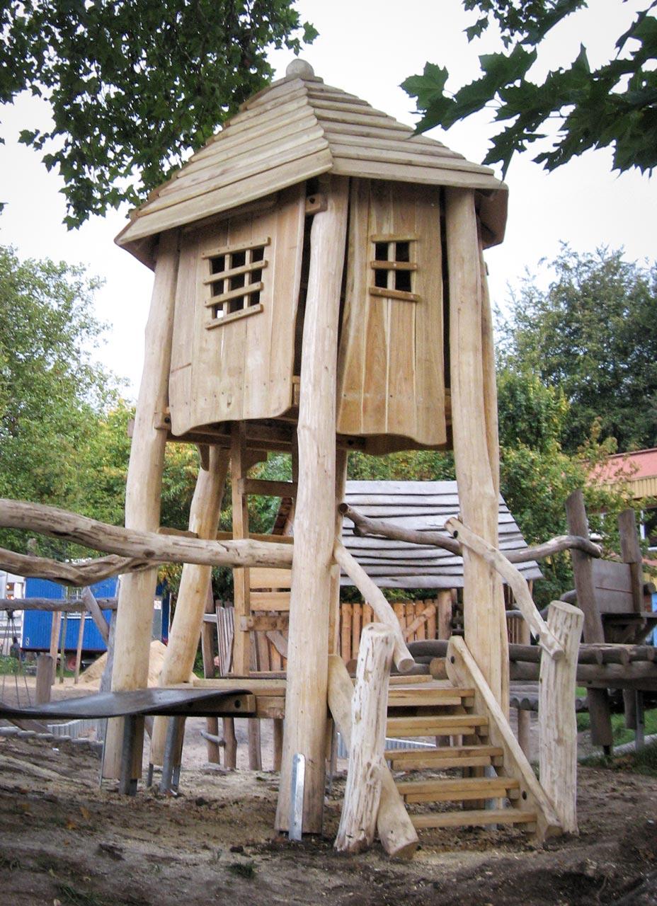 A 66 Spielturm aus Holz