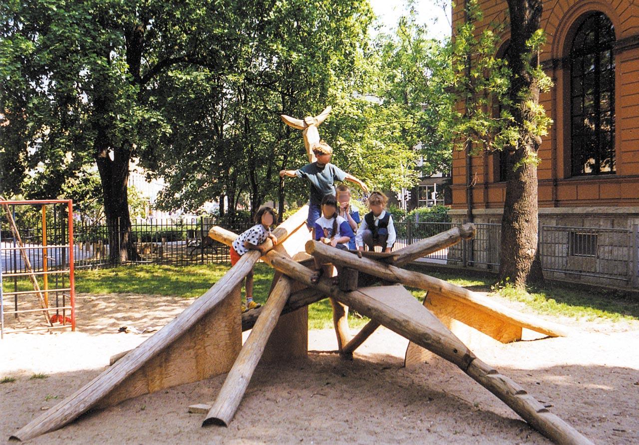 A 7-2 Spielanlage aus Holz