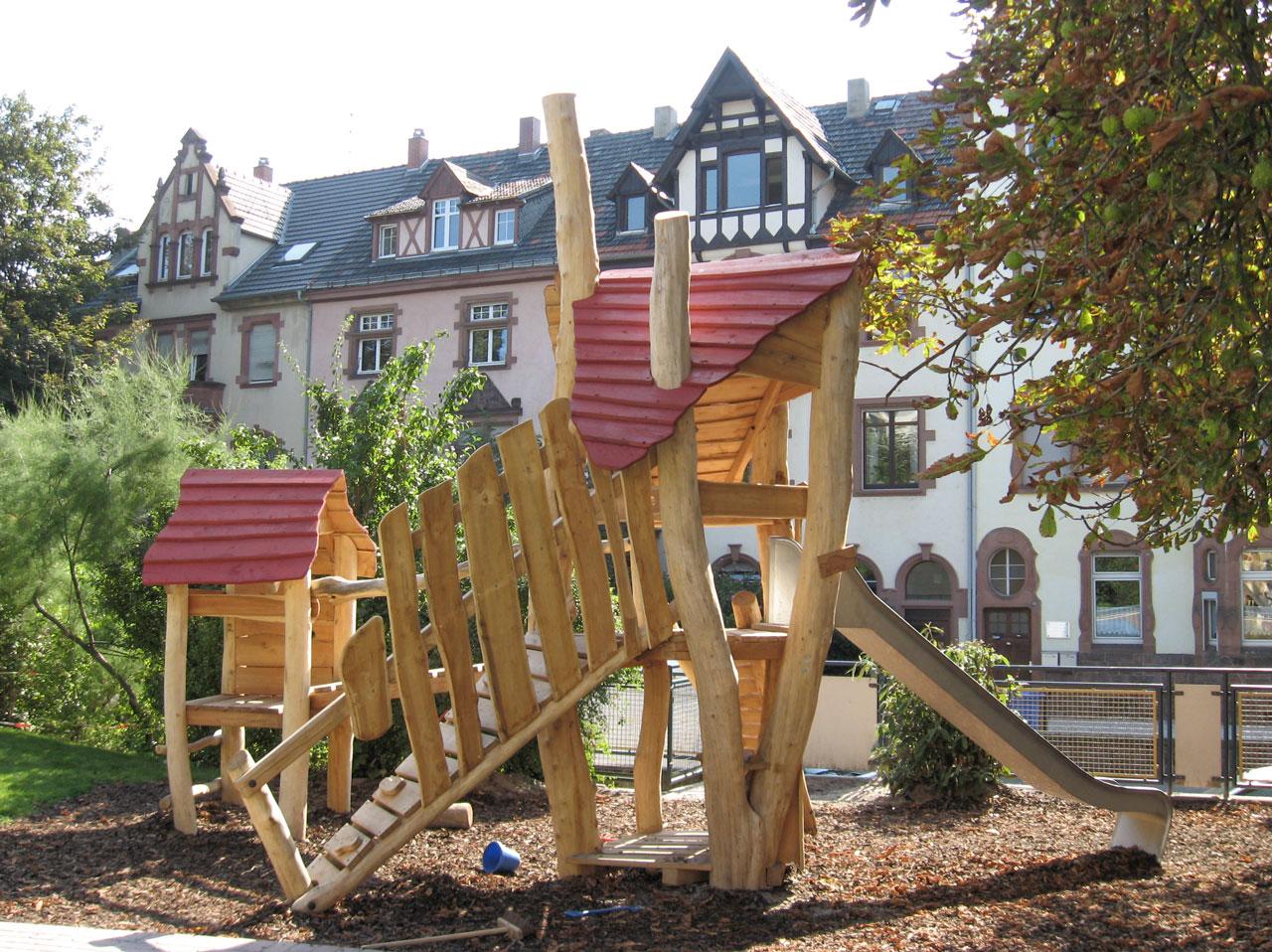 A 83 Spielanlage aus Holz