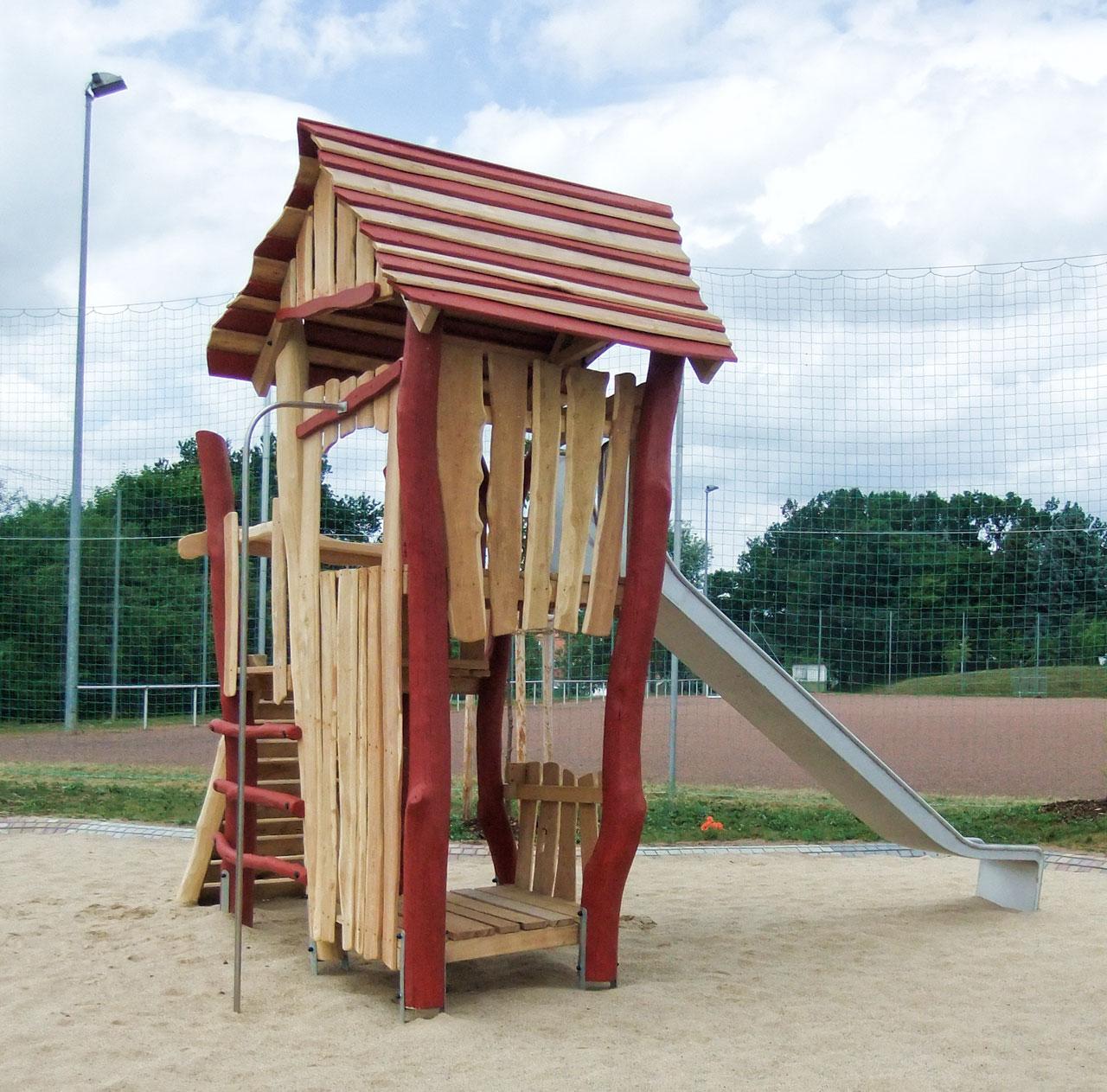 A 94 Spielturm aus Holz