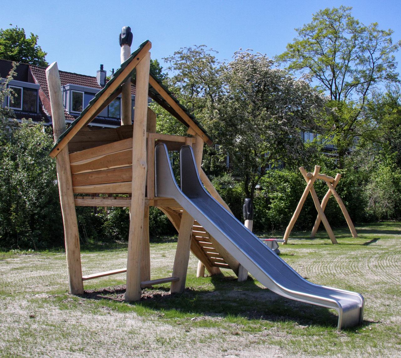 A 95 Spielturm aus Holz