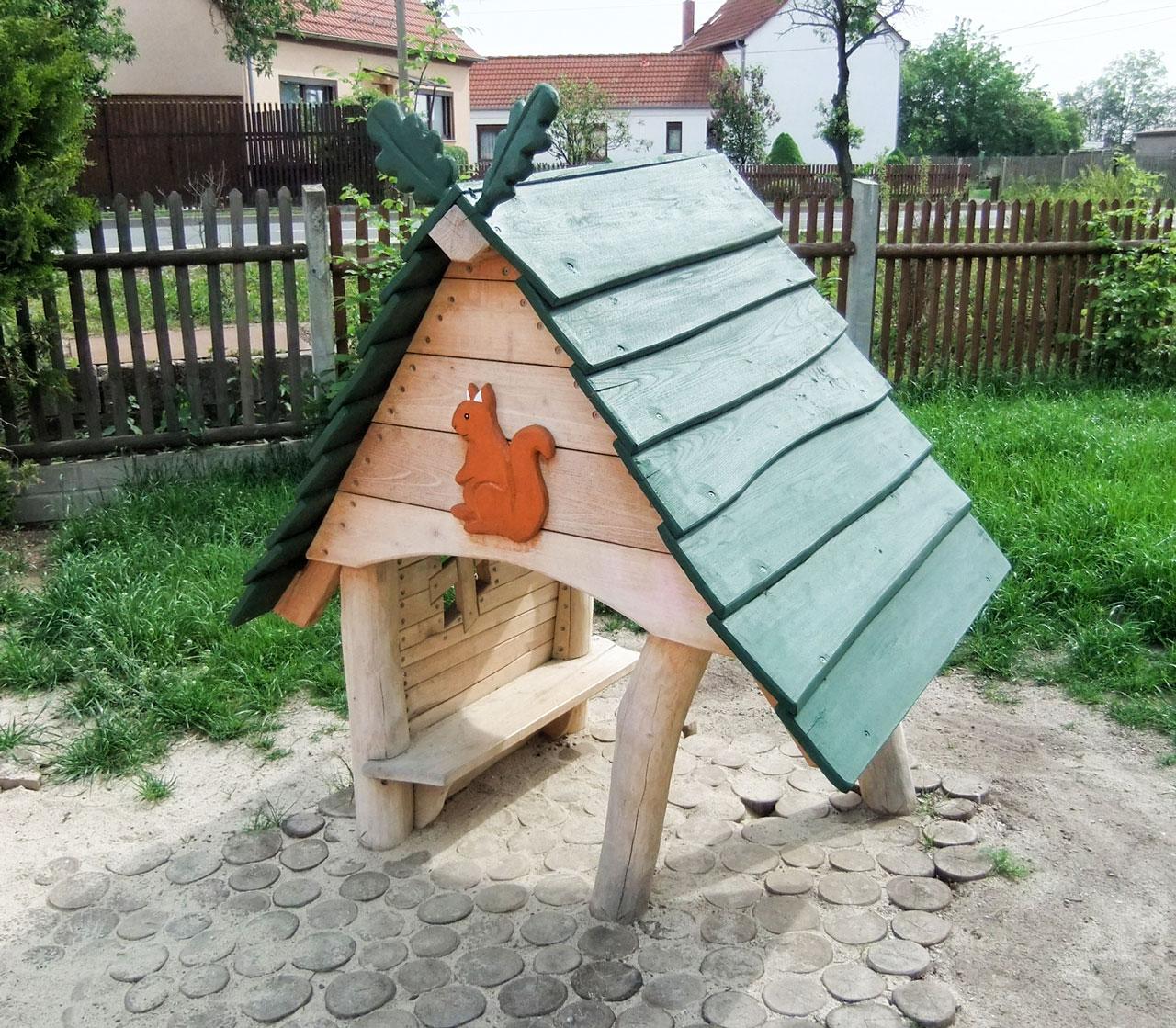 C 100 Spielhaus Eichhörnchen - Eichelhäuschen