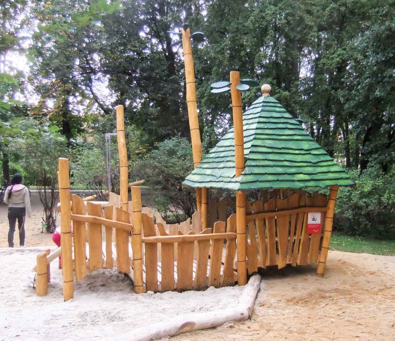 C 116 Spielhaus Dschungel
