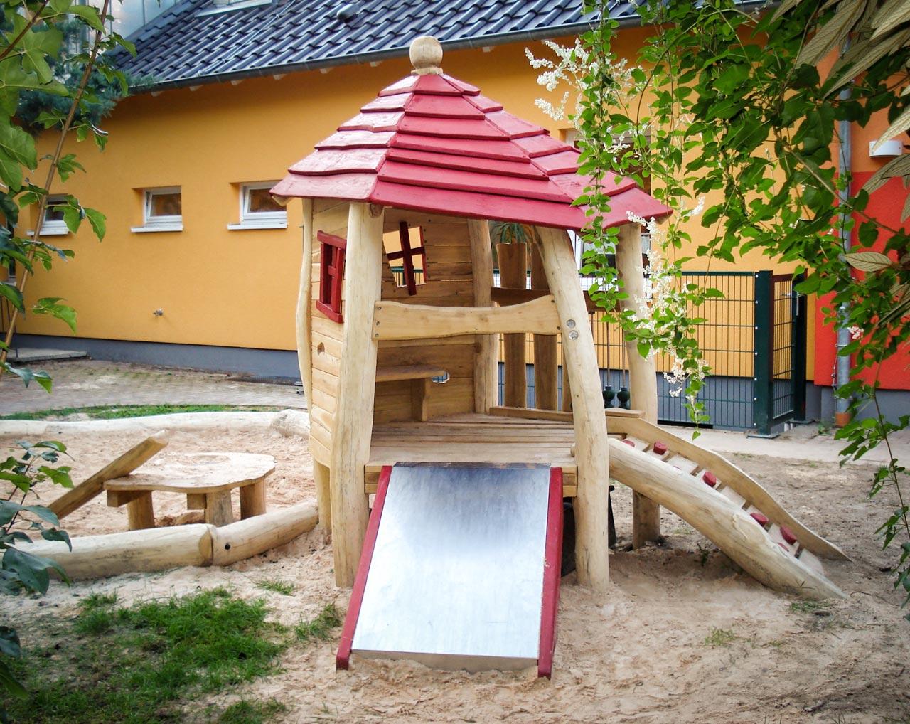 C 118 Spielhaus mit Sandspiel