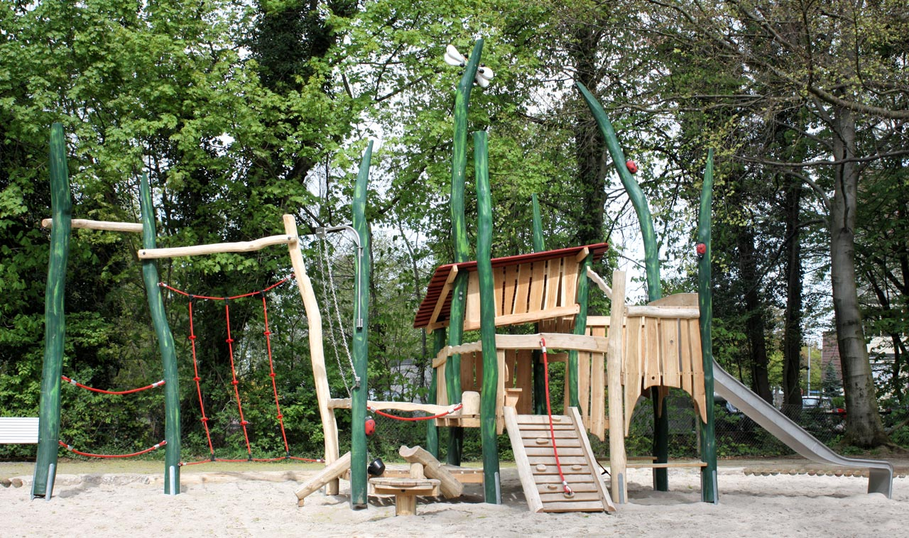 C 128 Spielhaus Spielplatz