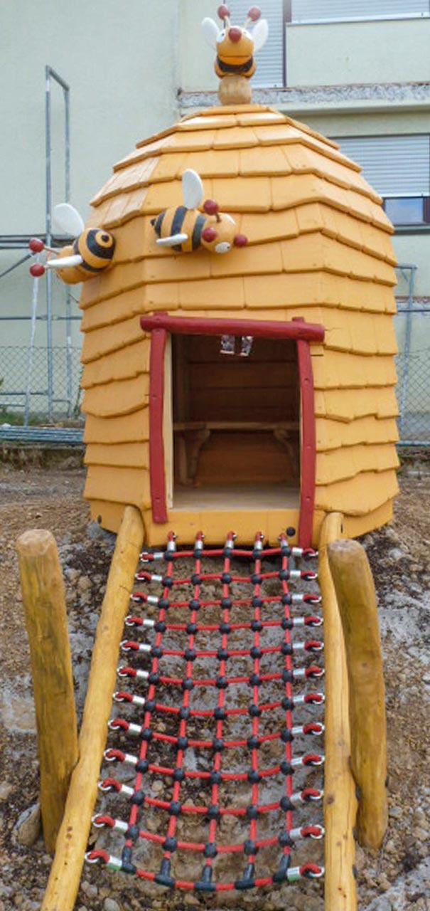 C 132 Spielhaus Bienenkörbchen