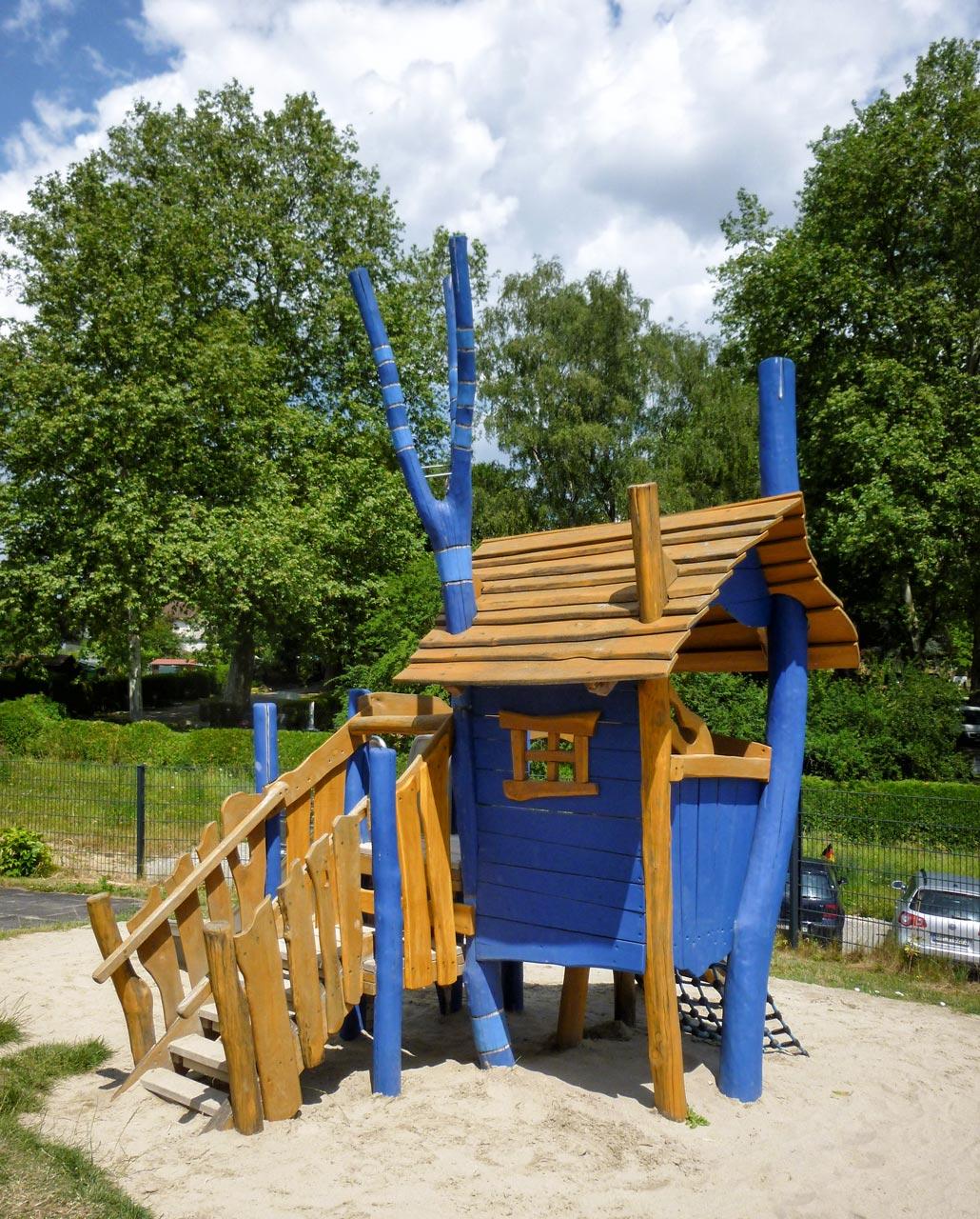 C 145 Spielhaus Elfenbude