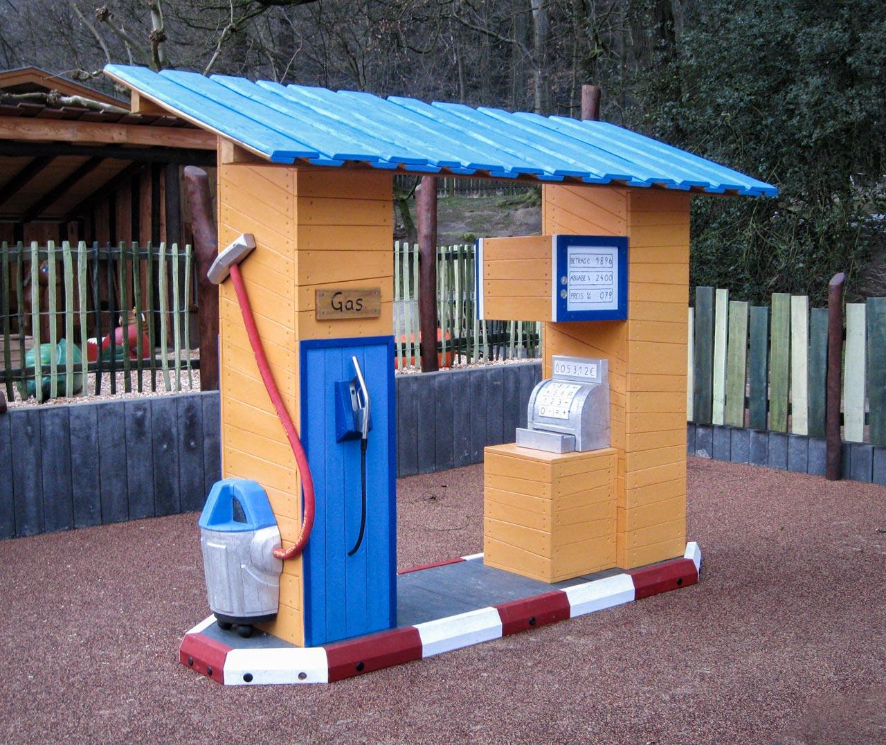 C 149 Spielhaus Kleine Tankstelle