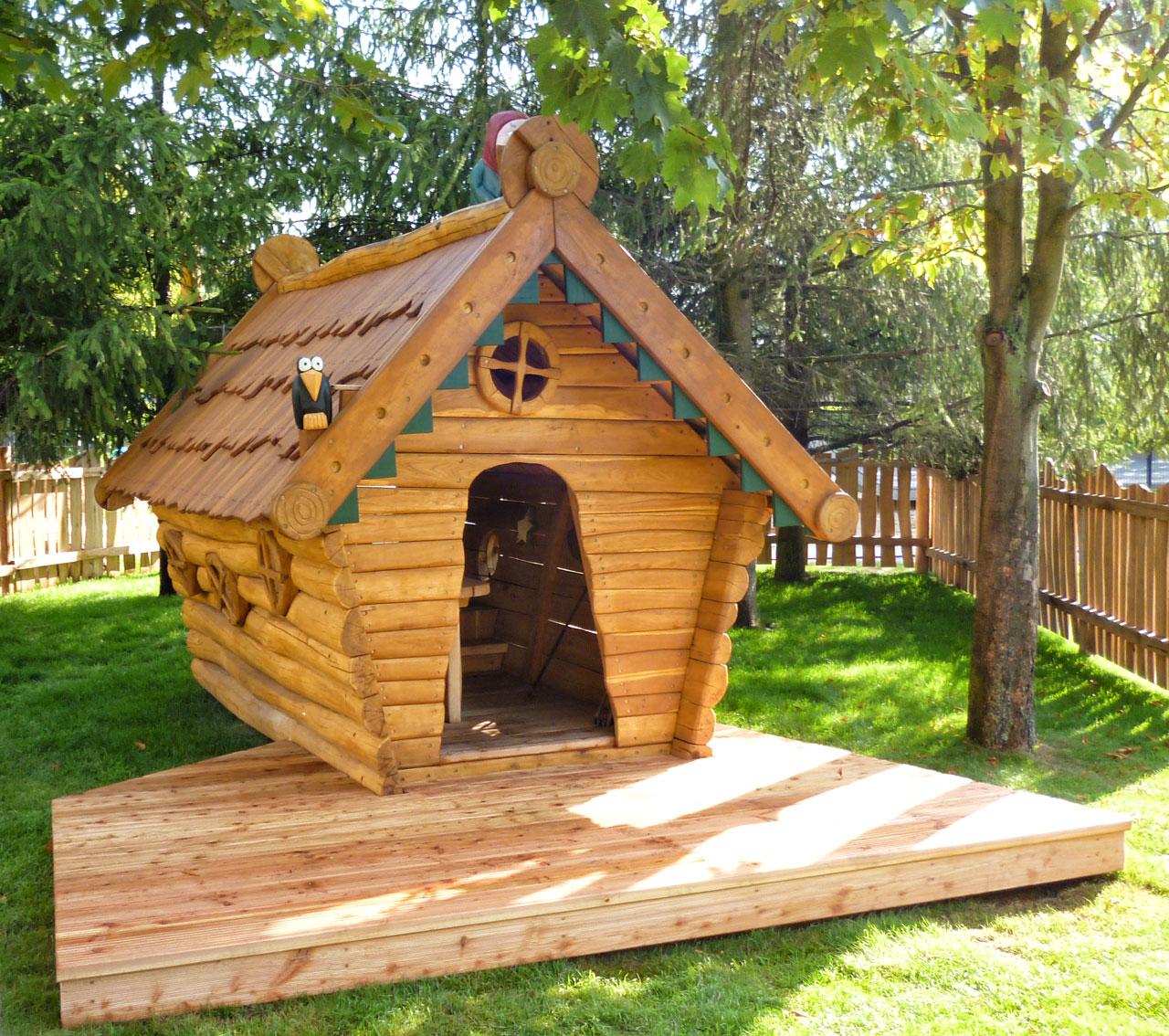 C 158 Spielhaus Hexenhaus mit Hexe aus Robinie