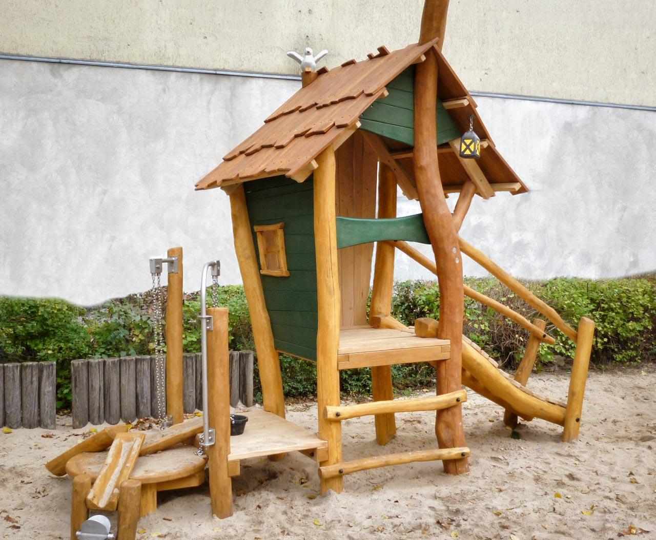 C 164 Spielhaus Waldhütte mit Sandspiel Robinie
