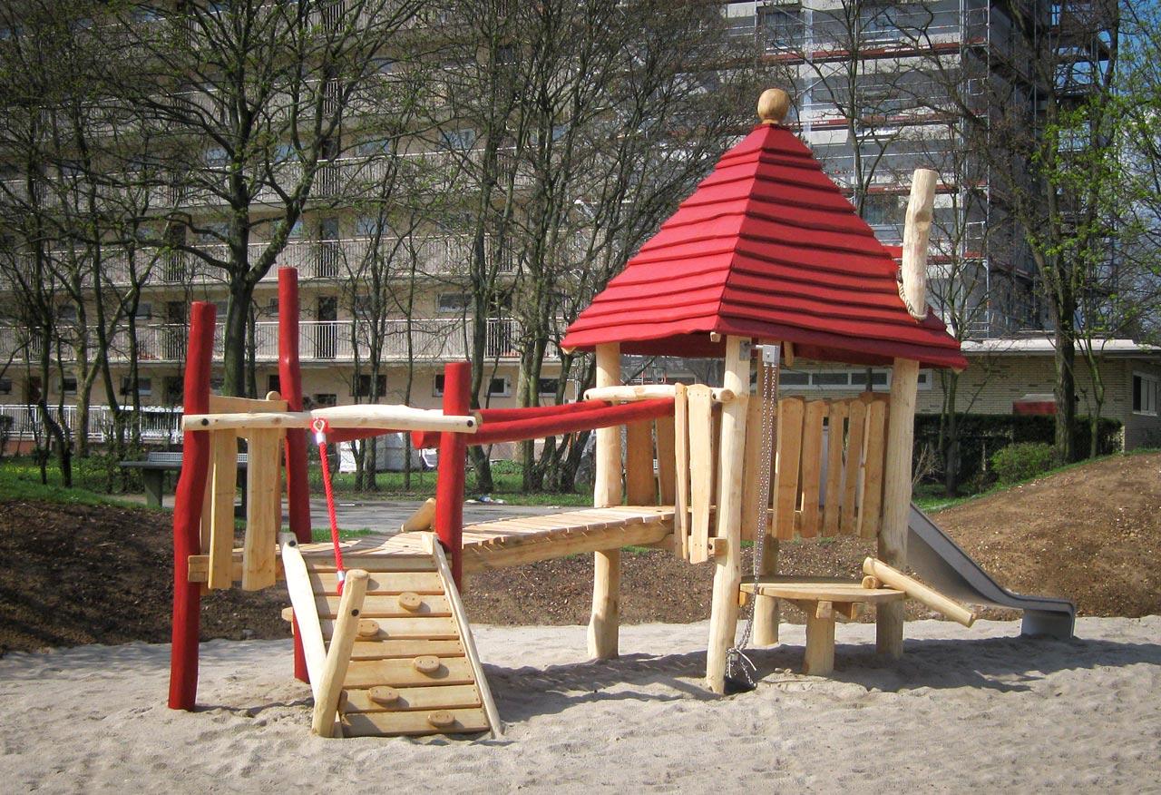 C 165 Spielhaus mit Sandspiel