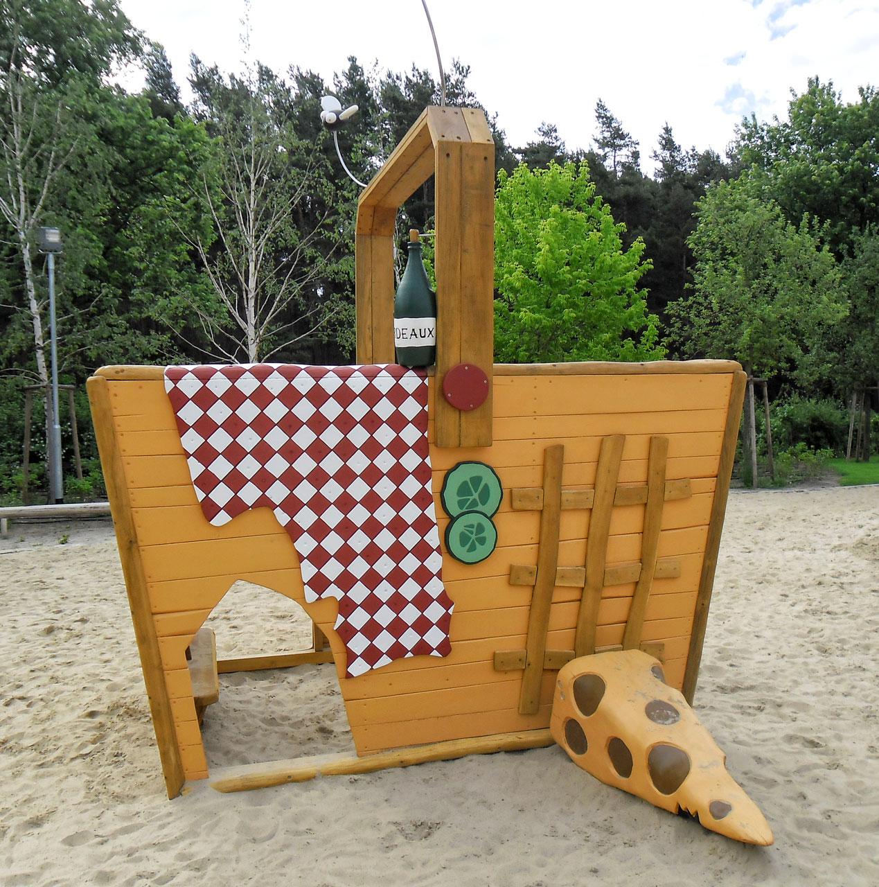 C 171 Spielhaus Picknickkorb