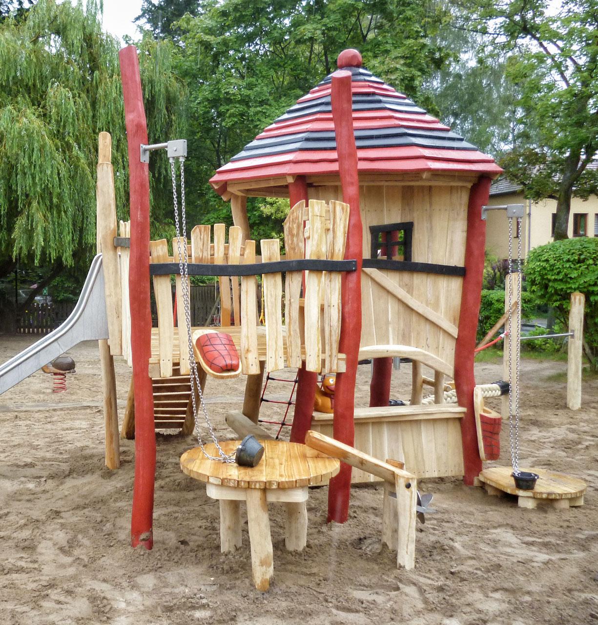 C 179 Spielhaus aus Robinie