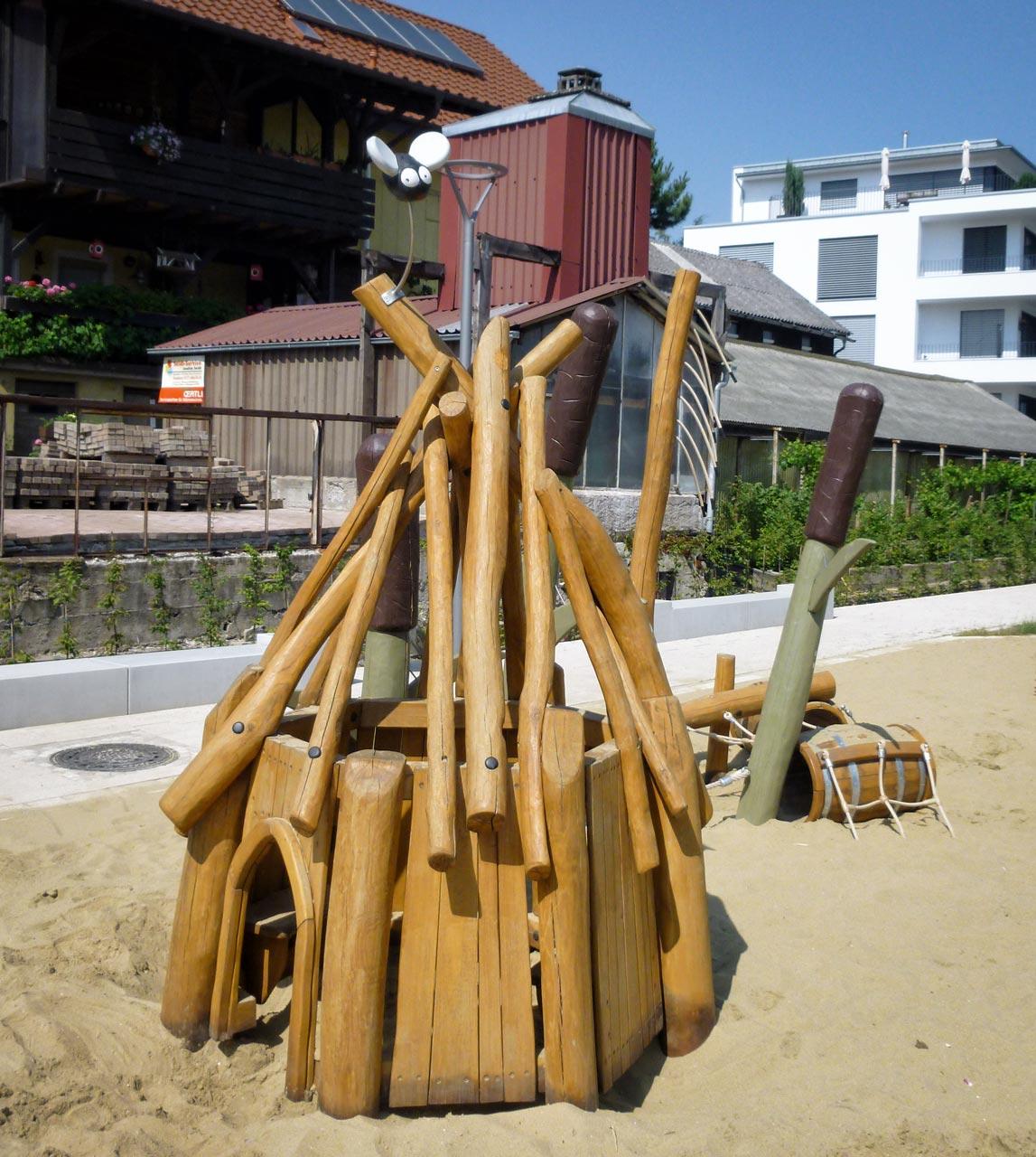 C 192 Schilfhaus mit Strandgut