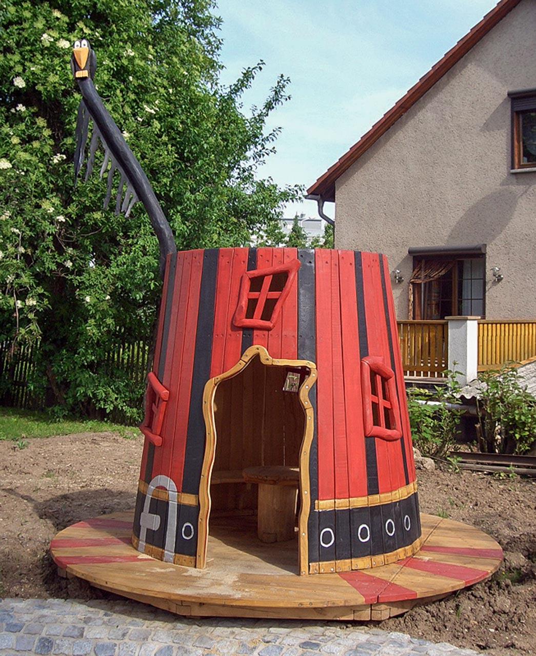 C 67 Spielhaus Gullivers Hut