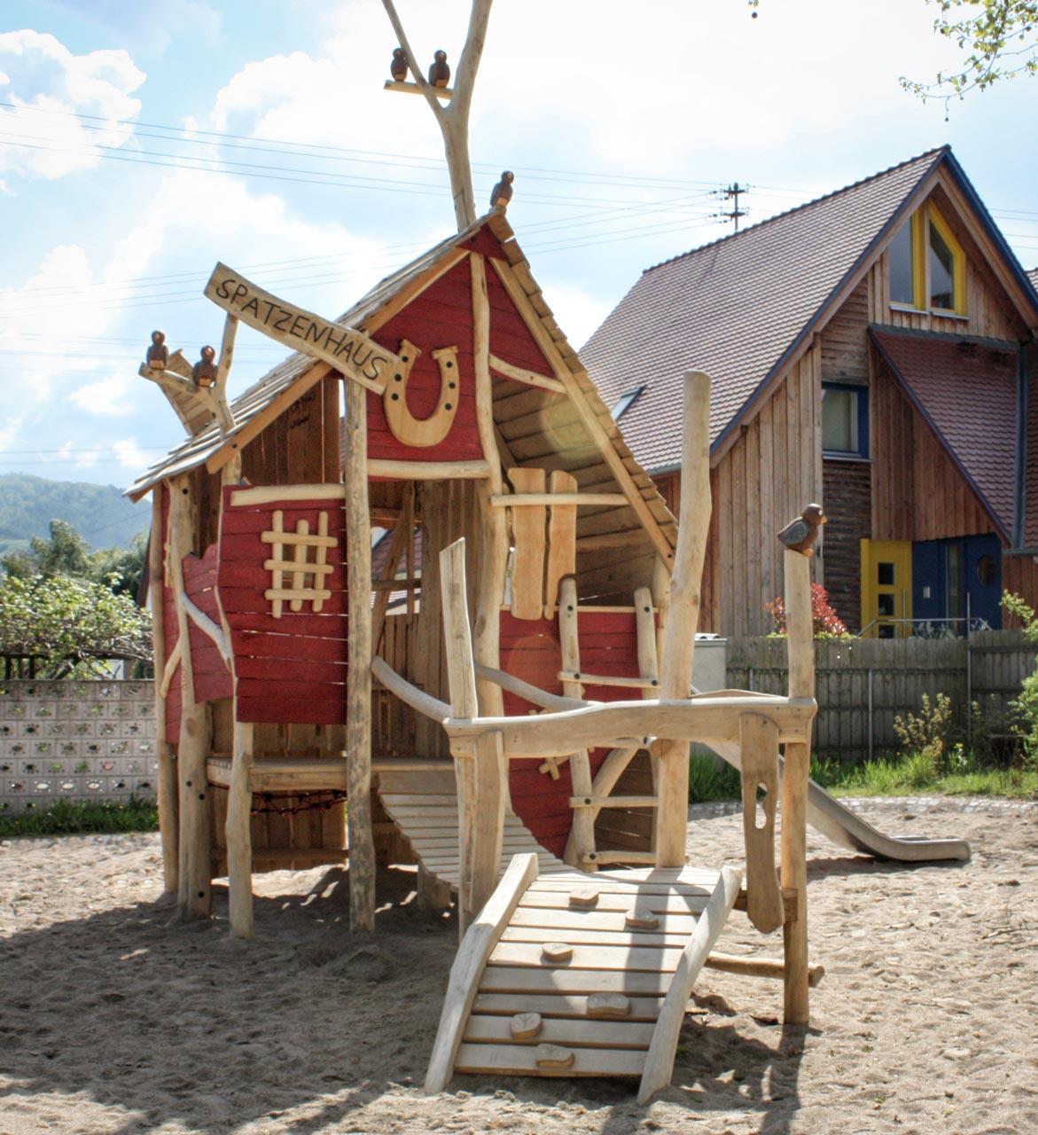 C 98 Spielhaus Spatzenhaus