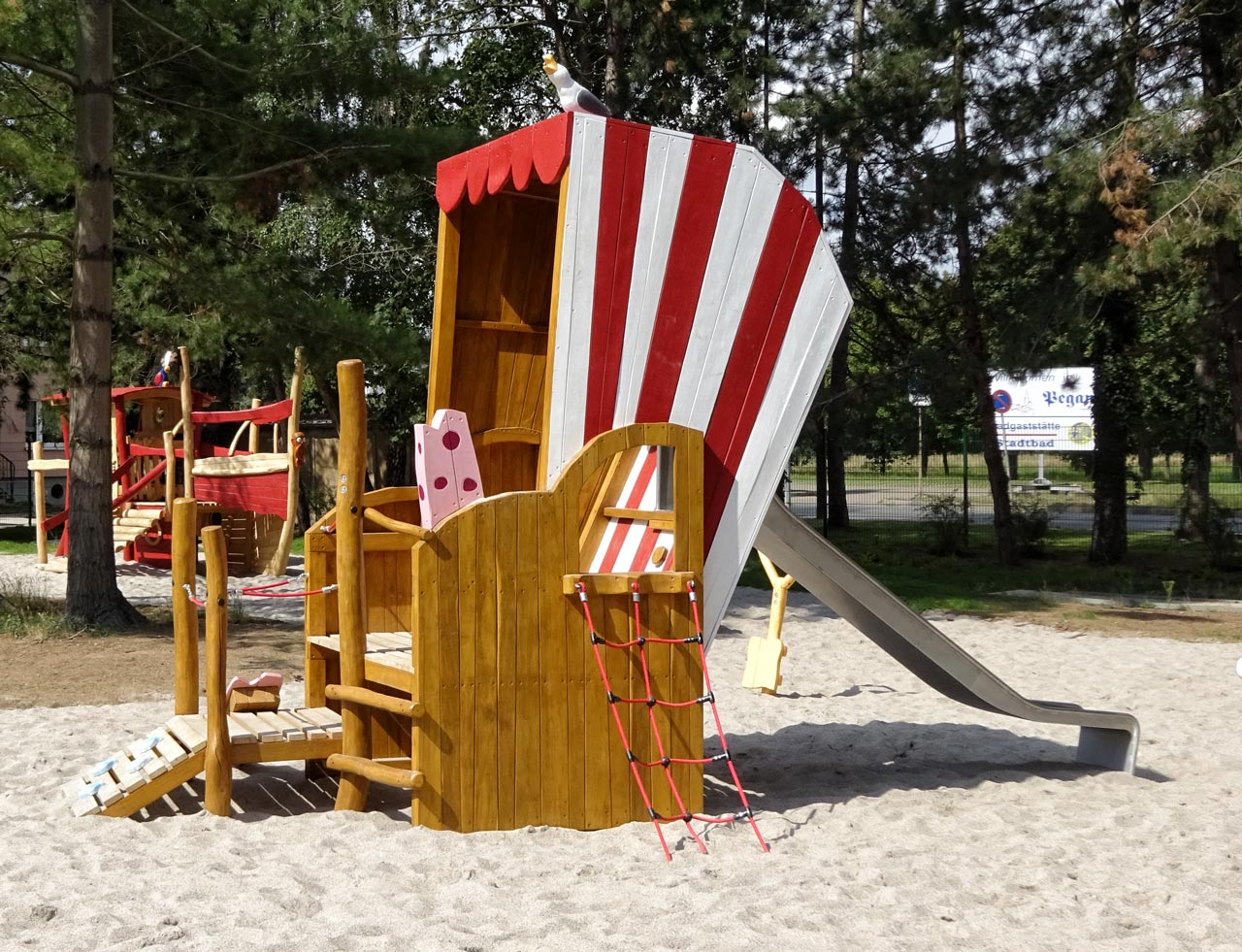Freibad Pegau, Themenspielplatz Strandkorb