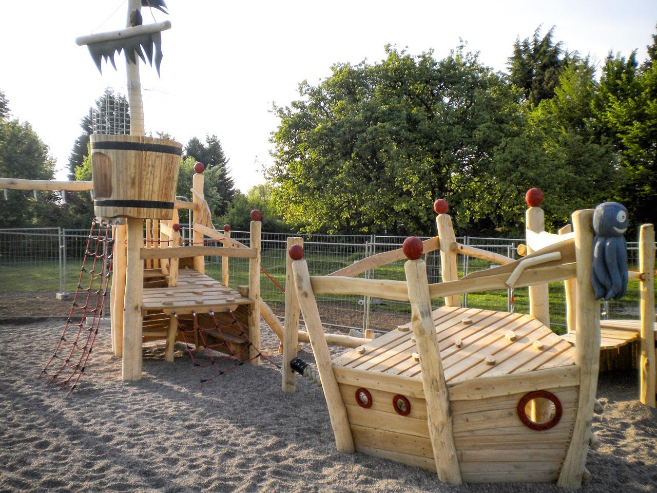 L 32 Spielschiff Piratenschiff