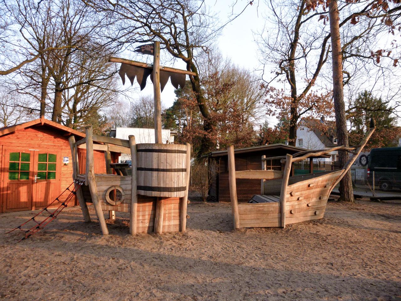 L 50 Spielschiff Piratenschiff