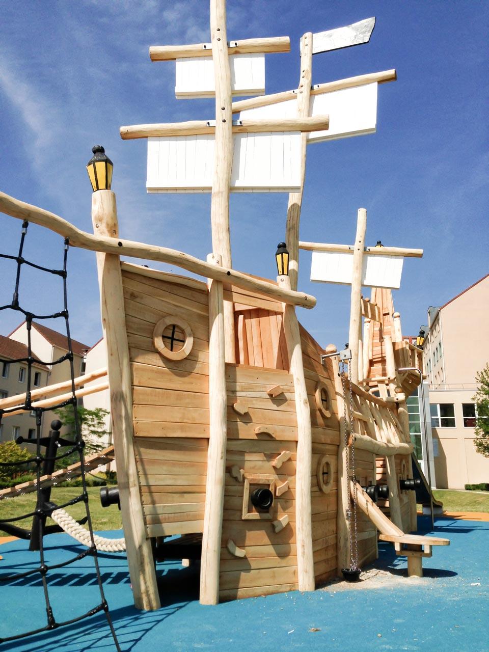 L 64 Piratenschiff aus Robinie