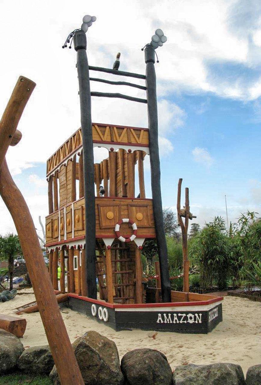 L 71 Spielschiff Amazonasdampfer