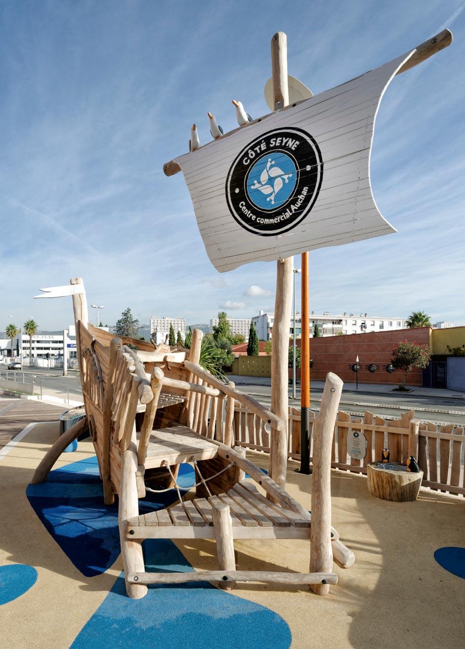L 73 Spielschiff aus Holz
