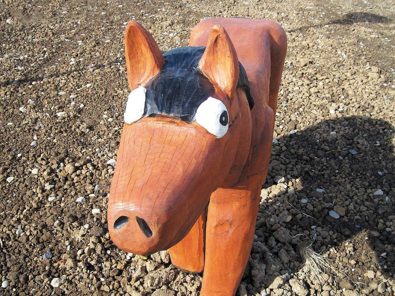 N 0-4 Skulptur Pferd Bronco