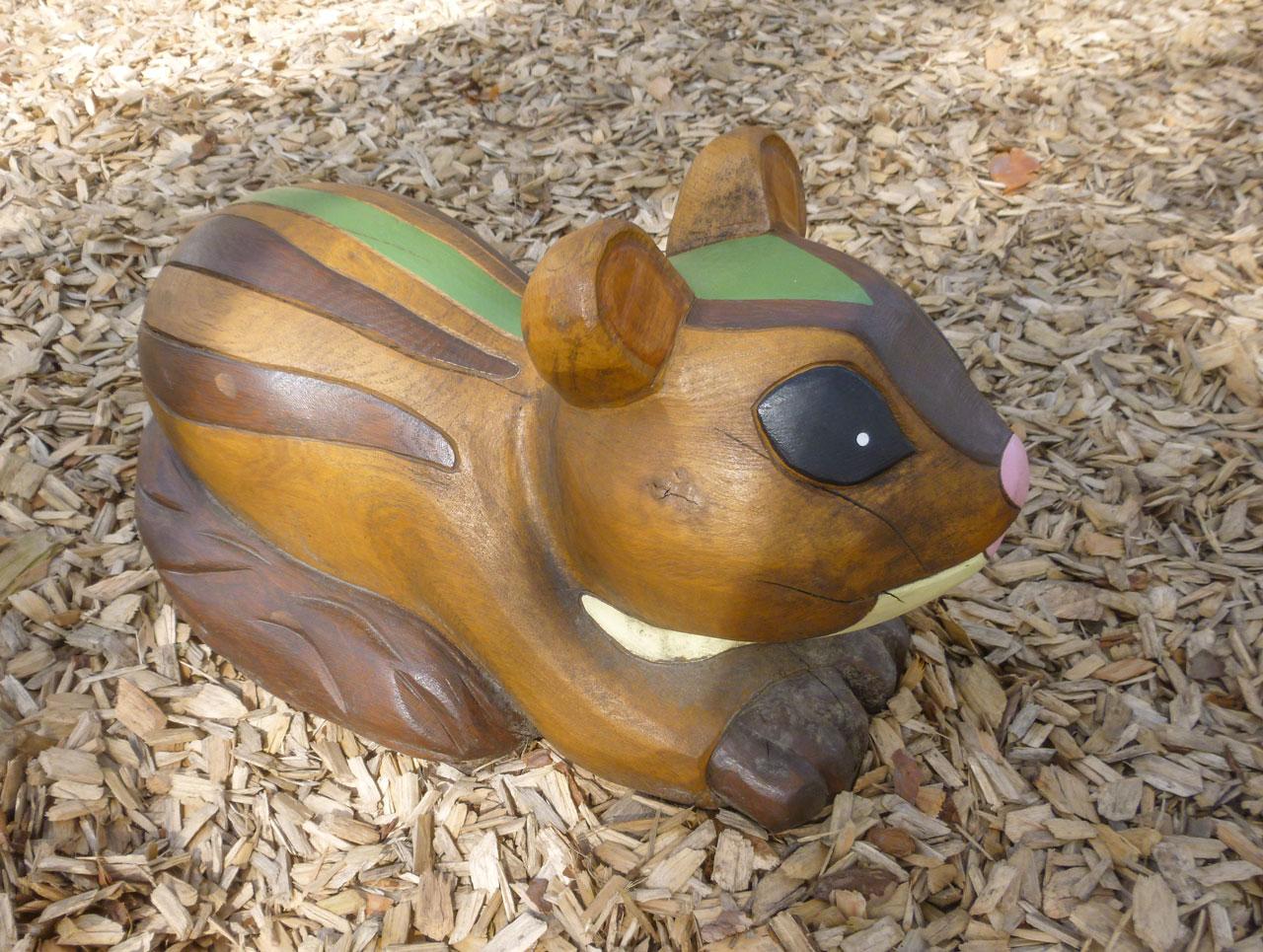 N 104 Skulptur Streifenhörnchen