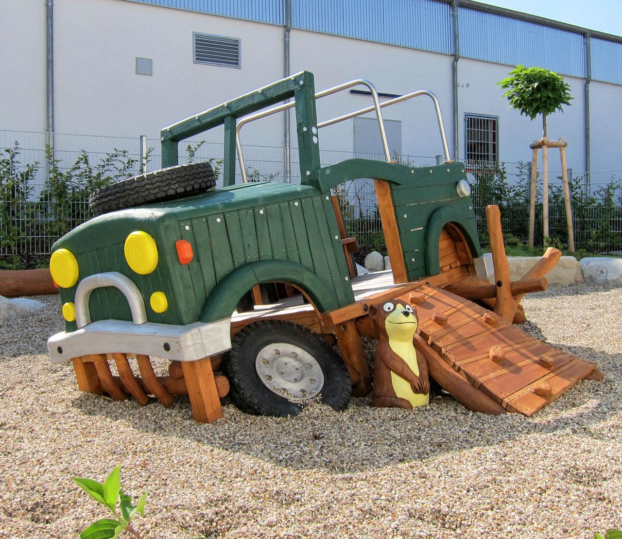 N 107 Spielfahrzeug verlassener Jeep